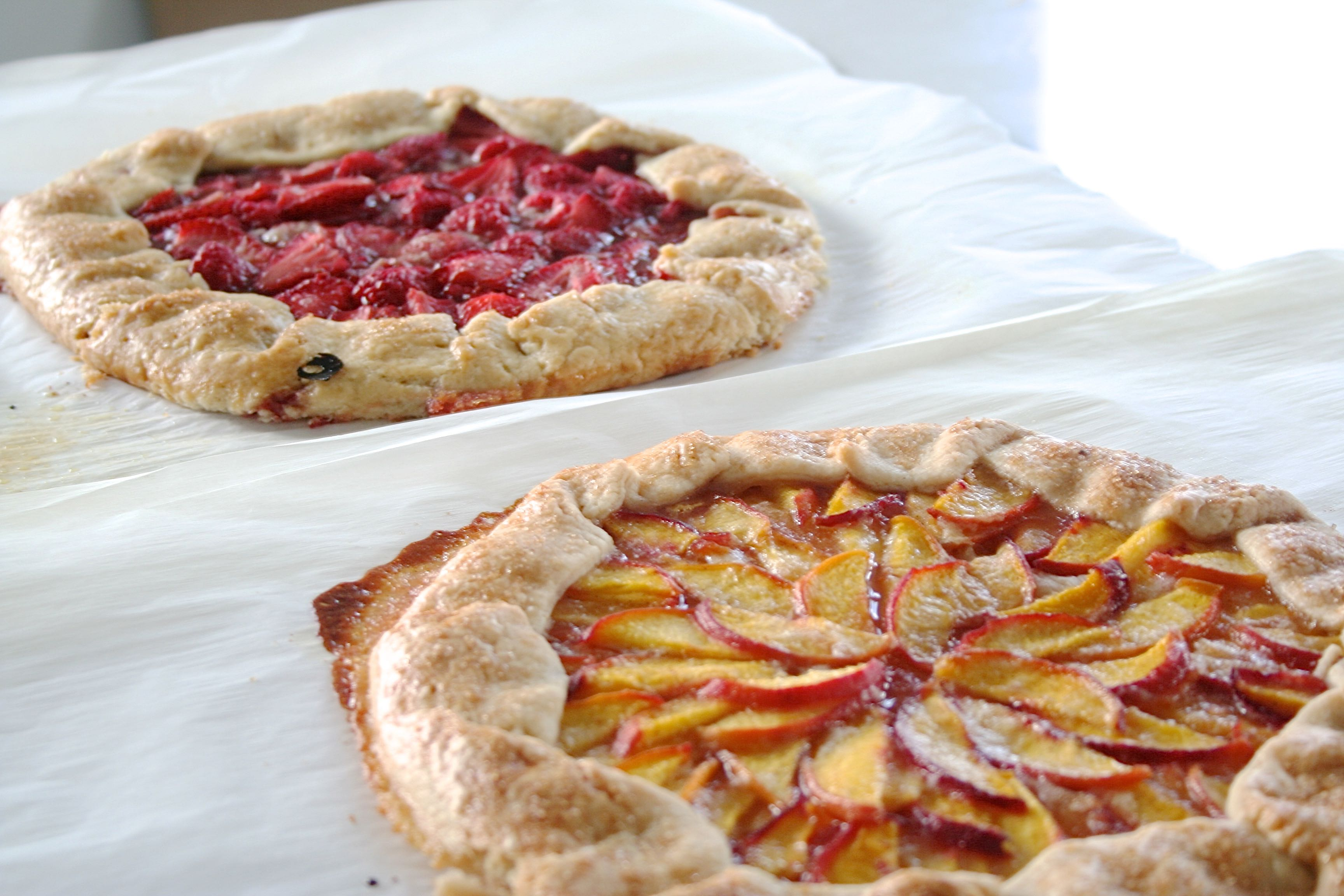 peach and strawberry fruit tarts