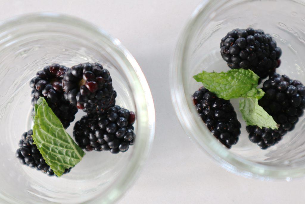 blackberry bourbon lemonade with mint